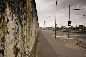 East-Side-Gallerie-avant-sa-restauration A berlin - Photo copyright Didier Laget