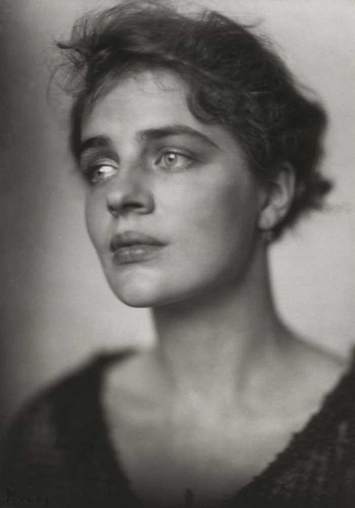 L'actrice Rosamond Pinchot par Frieda Riess