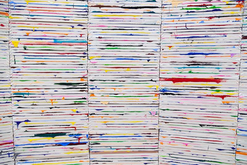 "Hamburger-Bahnhof , ""5050 Stacked Paintings"" par Richard Jackson"