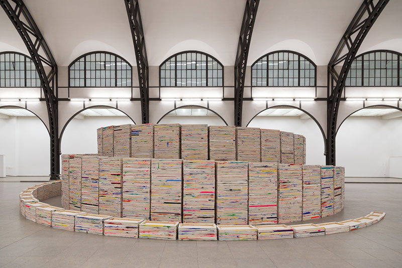 "Hamburger-Bahnhof , ""5050 Stacked Paintings"" par Richard Jackson. Photo DIdier Laget"