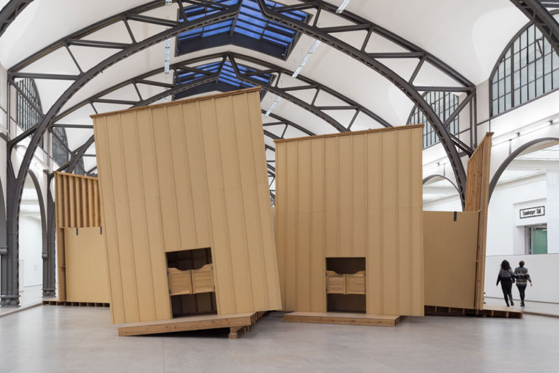 "Hamburger-Bahnhof, ""Saloon Theater"" par Paul McCarthy. Photo Didier Laget"