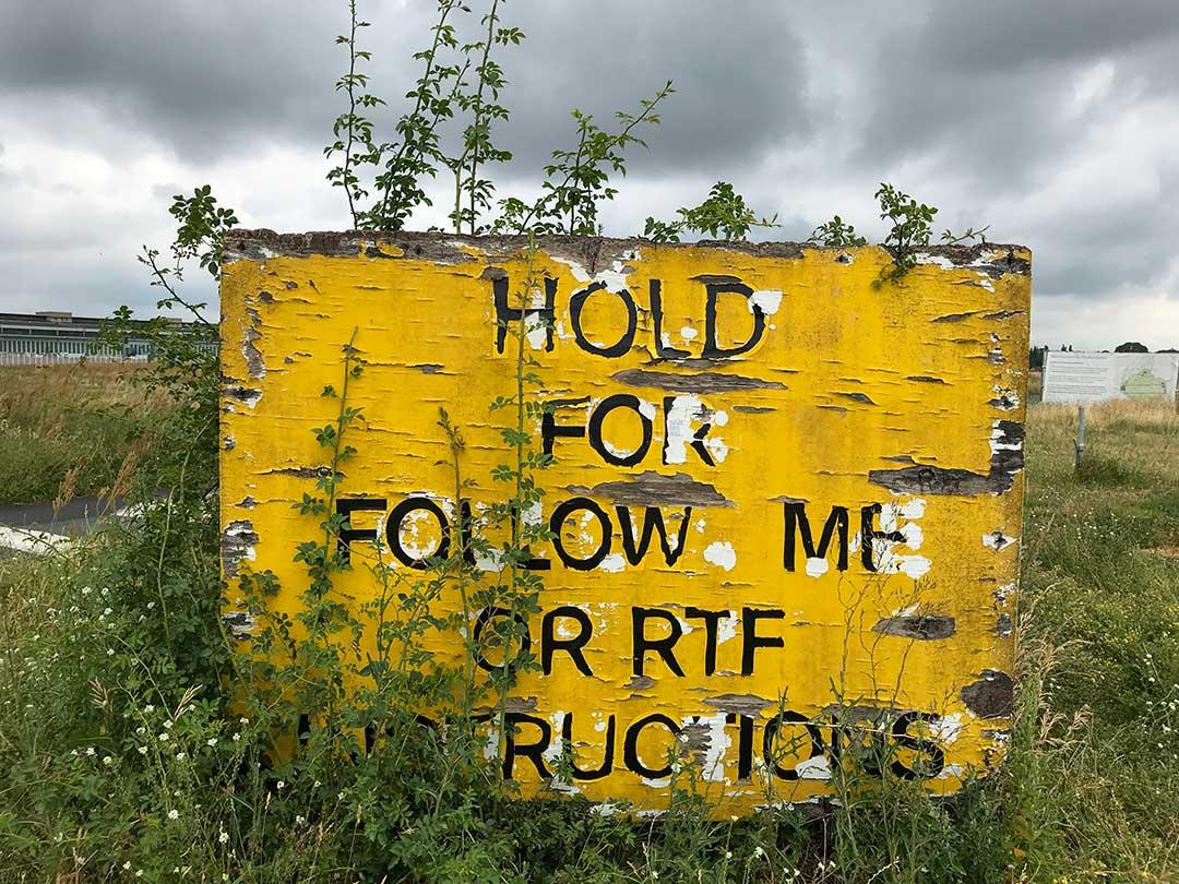Tempelhofer Feld : Hold for follow me or RTF Instructions - Photo Didier Laget