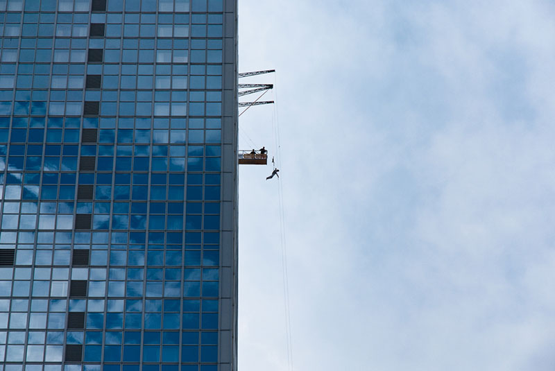 base-jump A berlin - Photo copyright Didier Laget
