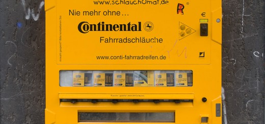 distributeur A berlin - Photo copyright Didier Laget