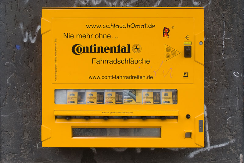 distributeur A berlin - Photo copyright Didier Laget