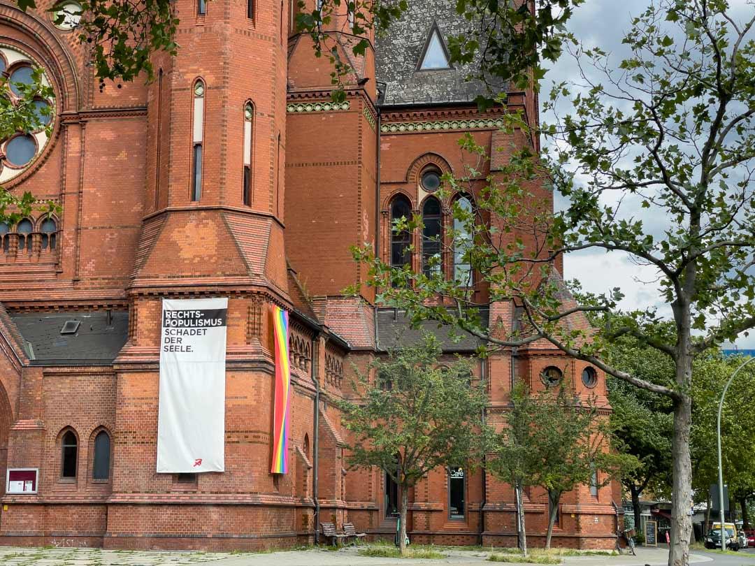 Arce en ciel  Heilig-Kreuz-Kirche à Kreuzberg