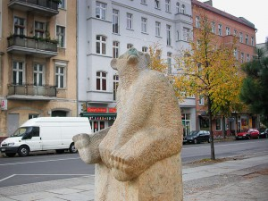 ours-assis-A berlin - Photo copyright Didier Laget