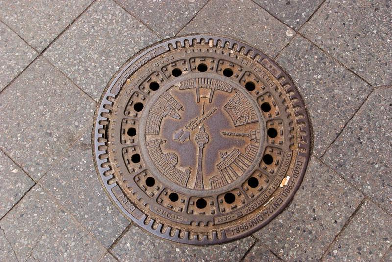plaque-berlin- A berlin - Photo copyright Didier Laget
