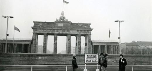 Sex Pistols devant la porte de Brandenbourg Photo John Tiberi