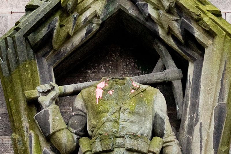 statue-Kirche-am-Sudstern A berlin - Photo copyright Didier Laget