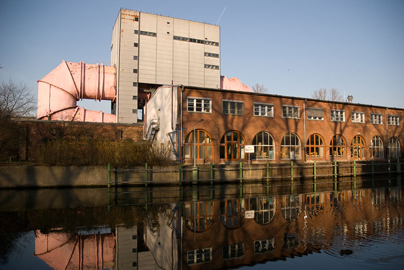 Tuyau rose sortant du Umlaufkanal des Institutes für Wasser - und Schifffahrtstechnik der TU Berin - Photo copyright Didier Laget