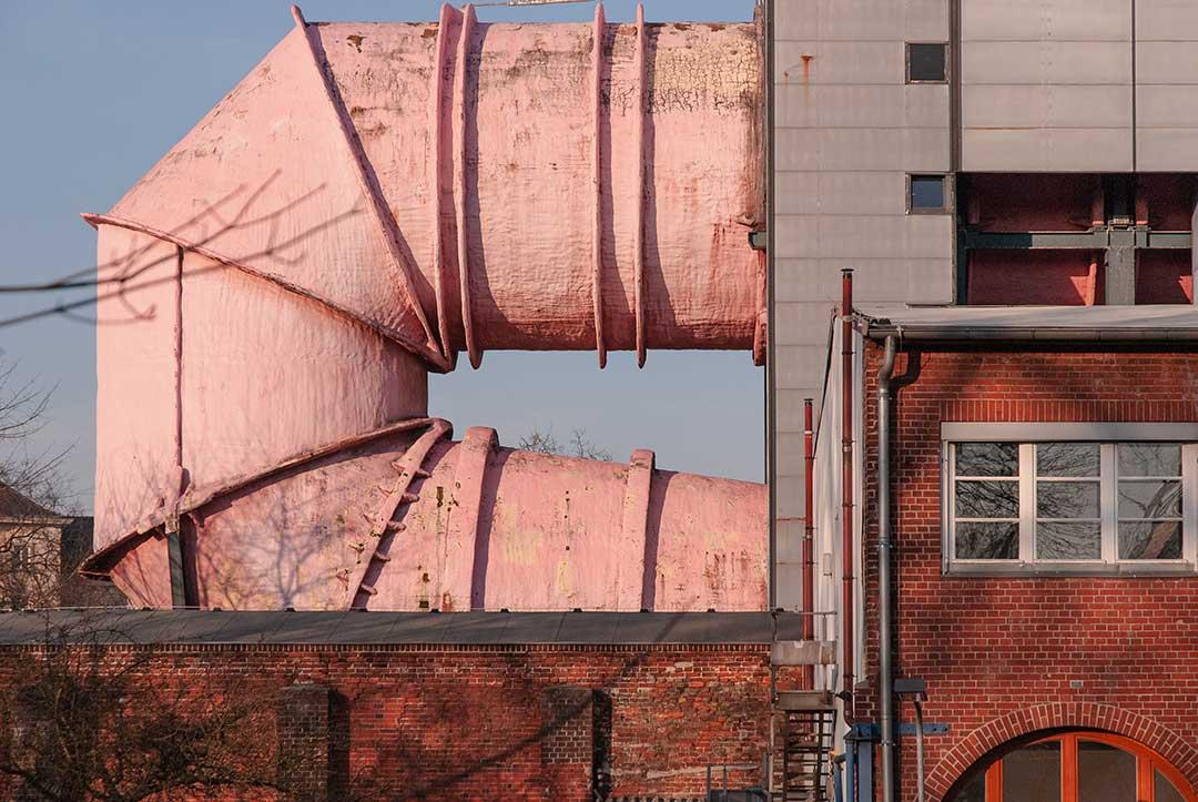 Cylindre rose sortant du Versuchsanstalt für Wasserbau und Schiffbau