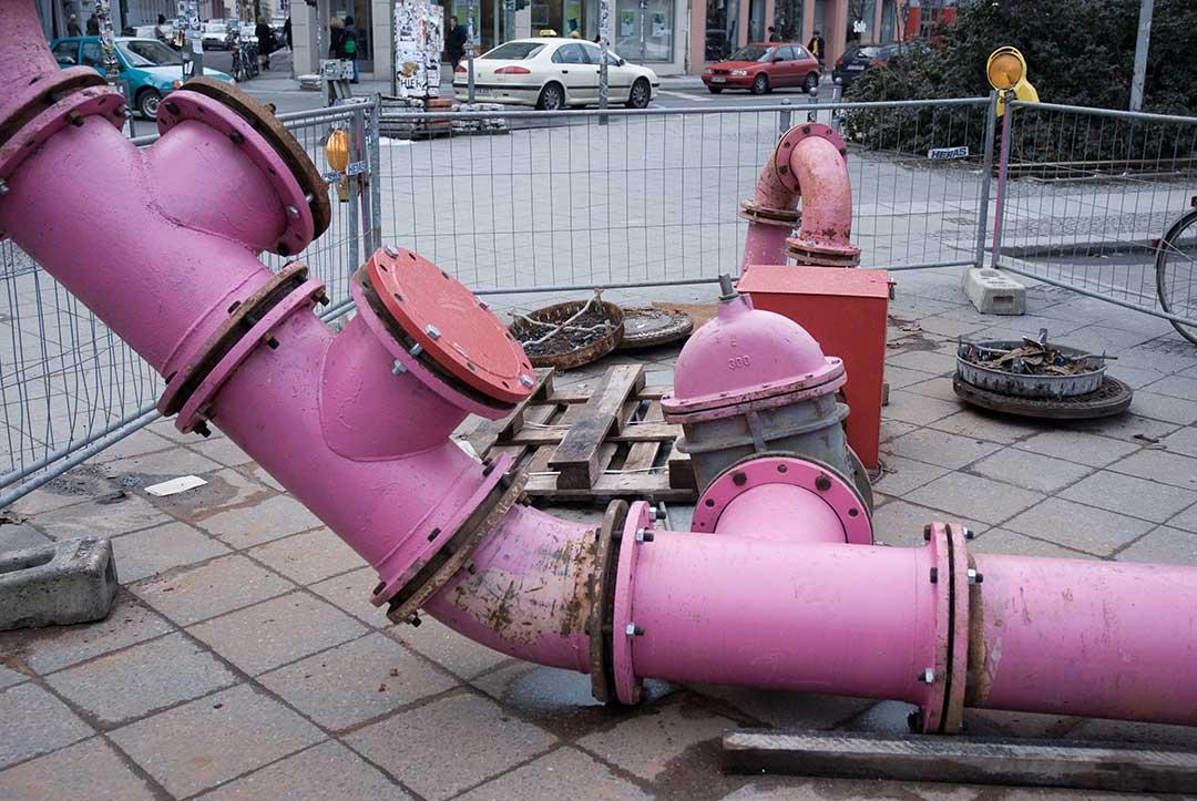 Un cylindre rencontre un tuyau