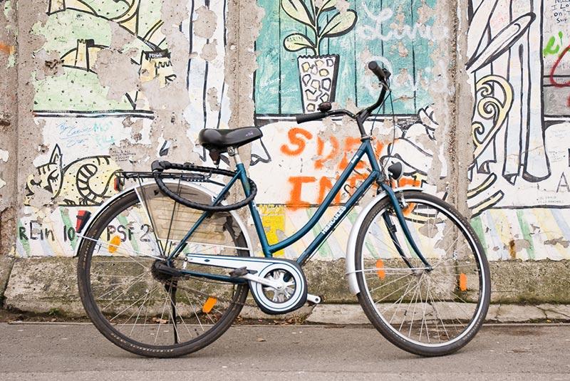 velo mur de Berlin A berlin - Photo copyright Didier Laget