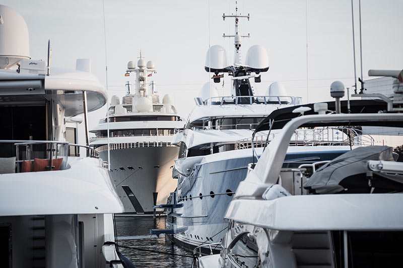 Yachts oligarchiques - Photo Didier Laget